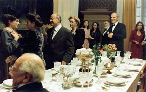 Η Μάνια Παπαδημητρίου, ο Βαγγ�λης Καζάν, η Τζ�νη Ρουσσ�α και άλλοι στην ταινία «Το βλ�μμα του Οδυσσ�α» του Θεόδωρου Αγγελόπουλου (1995).