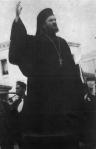 Ο Χρυσόστομος Β'. Αύγουστος 1940, ως Ιεροκήρυξ Τριφυλίας καιΟλυμπίας.