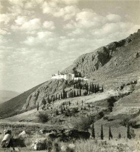 Η Παναγία η Κατακεκρυμμένη. Φωτογραφία του Γάλλου Αρχαιολόγου  Antoine Bon (;) περίπου στα 1930.