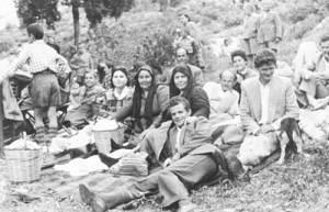 Δεκαετία του 50. Εορτή των Μυροφόρων στο μοναστήρι Αγ. Δημήτριος.