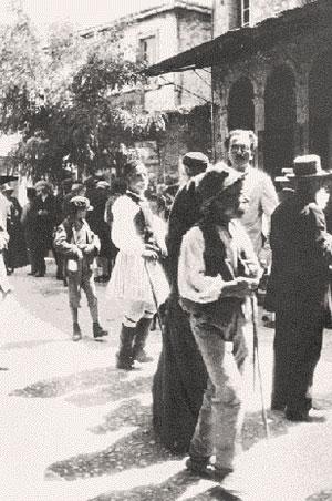 Ο Νίκος Καζαντζάκης στο Άργος, το 1927. Φωτογραφία «Επτά Ημέρες Καθημερινή», Κυριακή 2 Νοεμβρίου 1997. Αρχείο: Ελένη  Καζαντζάκη.