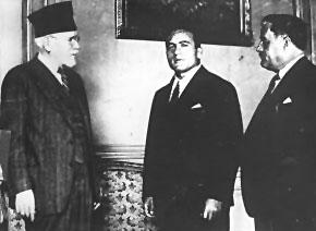 Ο πρωθυπουργός Ελευθέριος Βενιζέλος με τον Τζιμ Λόντο και τον Δημήτριο Τόφαλο.