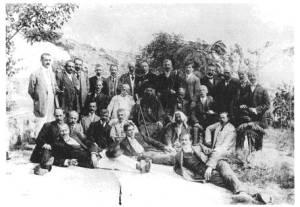 Οι Καβαλιώτες όμηροι που απήχθησαν το 1913 από τους Βουλγάρους μαζί με τον επίσκοπο Μυρέων Αθανάσιο