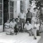 Η Τασούλα Οικονόμου (τρίτη από αριστερά) με συναδέλφους της, στην είσοδο του Μουσείου Άργους το1989.