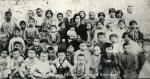 Οι μαθητές του σχολείου που στεγαζόταν στου Πρωτόπαπα (παπά – Αναστάση),1932.