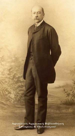 Ο φωτογράφος Σόλωνας Βάθης, φωτογραφίζει τον Τρικούπη στο ατελιέ του  στο Παρίσι.