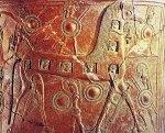 Εικ. 6. Μεγάλος ανάγλυφος αμφορέας του 7ου π.Χ. αιώνα, του γνωστού κεραμεικού εργαστηρίου αναγλύφων αγγείων της Τήνου, που βρέθηκε στη Χώρα της Μυκόνου και είχε χρησιμοποιηθεί για ταφή. Αριθμός Καταλόγου 2240 του Αρχαιολογικού μουσείουΜυκόνου.