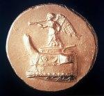 Εικ. 13. Νίκη με σάλπιγγα σε χρυσό στατήρα Δημητρίου του Πολιορκητού. (Θησαυρός Επιδαύρου) του 300 π.Χ. περίπου. Νομισματικό ΜουσείοΑθηνών.