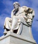 Άγαλμα του Σωκράτη στο προαύλιο του ΠανεπιστημίουΑθηνών.