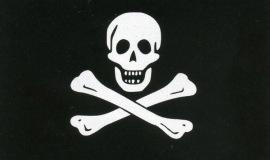 Η σημαία του Εντουαρντ Ινγκλαντ (Edward England), ίσως του πρώτου πειρατή που χρησιμοποίησε αυτό το σύμβολο.