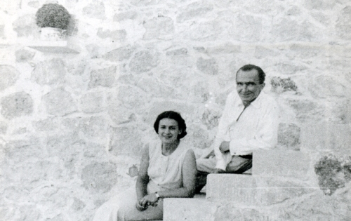 Ο Νίκος Καζαντζάκης με την Lea Dunkelblum-Levin στην Αίγινα. Δημοσιεύεται στο Περιοδικό «Δέντρο», τεύχος 155-156, Μάιος 2007.