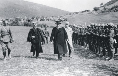 Στο Μακεδονικό Μέτωπο κατά τον Α' Παγκόσμιο Πόλεμο, 1918. Αρχείο: Εθνικό Ίδρυμα Ερευνών & Μελετών «Ελευθέριος Βενιζέλος».