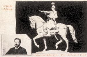 Kαρτ ποστάλ με το γύψινο πρόπλασμα του έφιππου ανδριάντα του Θεόδωρου Kολοκοτρώνη, έργο του γλύπτη Λάζαρου Σώχου (1852–1911) με φωτογραφία του ίδιου του γλύπτη σε ένθετο εικονίδιο.