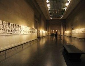 Τα Μάρμαρα του Παρθενώνα στο Βρετανικό Μουσείο του Λονδίνου. Φωτογραφία: Andrew Dunn, 5 December 2004.