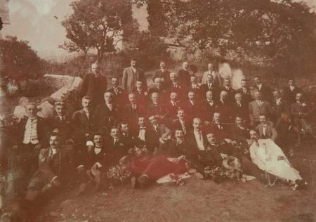 Εκδρομή Δικηγορικού Συλλόγου στην Αγ. Μονή, 10-5-1915.
