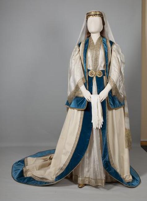 Eνδυμασία κυρίας επί των τιμών της βασίλισσας Όλγας  Αθήνα, Αττική. Μέσα 19ου αιώνα