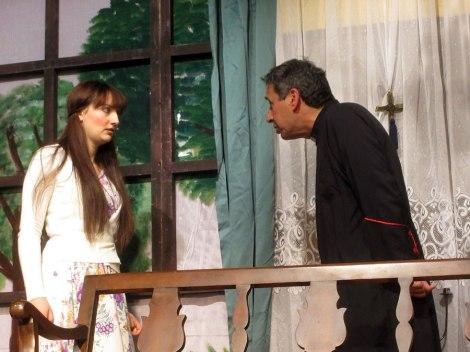 «Δον Καμίλο», σκηνή από την θεατρική παράσταση της Πολιτιστικής Αργολικής Πρότασης.