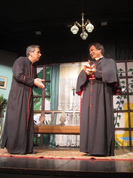 «Δον Καμίλο», σκηνή από τη θεατρική παράσταση της Πολιτιστικής Αργολικής Πρότασης.