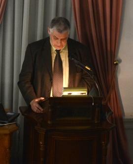 Ο κος Γεώργιος Κόνδης, Δρ. Κοινωνικών Επιστημών, στο βήμα του «Δαναού».