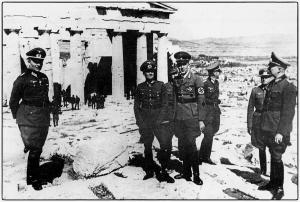 Μάιος 1941. Επίσκεψη ανωτάτων αξιωματικών του γερμανικού στρατού στην Ακρόπολη. (συλλογή Μ. Γ. Τσαγκάρη).