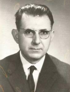 Τάσος Γεωργοπαπαδάκος (1911- 1987). Φιλόλογος και συγγραφέας. Κατά την διάρκεια της κατοχής πήρε μέρος στην Εθνική Αντίσταση μέσα από τις γραμμές του ΕΑΜ στην Ύδρα. Εκτός των άλλων έγραψε και το: «Μνήμες από την Εθνική Αντίσταση - Η δράση του ΕΛΑΝ Αργολικού», Θεσσαλονίκη 1987. Αρχείο φωτογραφίας: Μιχάλης Ν. Γεωργοπαπαδάκος.
