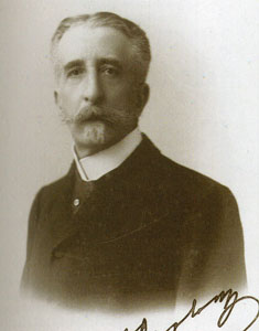 Γεώργιος Θεοτόκης (1844 - 1916). Ως υπουργός Παιδείας στην κυβέρνηση Χαριλάου Τρικούπη υπέβαλε τον Δεκέμβριο του 1889 σειρά μεταρρυθμιστικών νομοσχεδίων. Δεν είναι τα πρώτα στην ιστορία, αλλά είναι τα πρώτα που αντιμετωπίζουν το σύστημα ως ενιαίο σύνολο. Εξάλλου, χωρίς να είναι επαναστατικά, προβλέπουν θεσμικές ρυθμίσεις (όπως το εξάχρονο δημοτικό σχολείο, η μείωση των ωρών διδασκαλίας των Λατινικών, η σύσταση Εκπαιδευτικού Συμβουλίου) οι οποίες θα υλοποιηθούν πολλές δεκαετίες αργότερα. Για τις καινοτομίες των νομοσχεδίων εκδηλώθηκε μεγάλος σάλος και η κυβέρνηση τα απέσυρε. Δημοσιεύεται στο βιβλίο: «Από το κοντύλι στον υπολογιστή», Αθήνα, 2008.