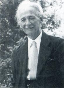 Αλέξανδρος Δελμούζος (1880-1956): Ο κατεξοχήν παιδαγωγός της ηγετικής ομάδας του Εκπαιδευτικού Ομίλου (1910-27) και του δημοτικιστικού κινήματος ευρύτερα. Τρεις είναι οι πιο σημαντικές για την εξέλιξη των πραγμάτων δράσεις του: Στο Ανώτερο Δημοτικό Παρθεναγωγείο (Βόλος, 1908-11), στο Μαράσλειο Διδασκαλείο στην Αθήνα (1923-26) και στο Πειραματικό Σχολείο του Πανεπιστημίου στη Θεσσαλονίκη (1934-37). Όταν ο Όμιλος ακολούθησε τον Δημήτρη Γληνό που ζητούσε οι στόχοι της εκπαίδευσης να έχουν πολιτικό προσανατολισμό χωρίς «κανένα όριο προς τα Αριστερά», ο Δελμούζος τον εγκατέλειψε, και θεωρείται τώρα κύριος εκπρόσωπος των αρχών του αστικού εκσυγχρονισμού στα εκπαιδευτικά θέματα. Δημοσιεύεται στο βιβλίο: «Από το κοντύλι στον υπολογιστή», Αθήνα, 2008.