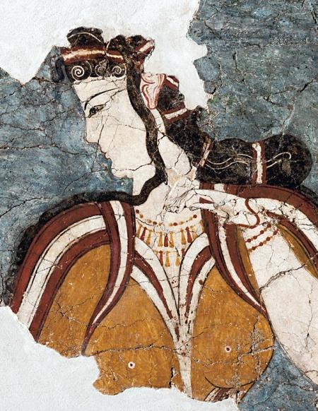 Η «Μυκηναία». Τοιχογραφία από την περιοχή του Θρησκευτικού Κέντρου. 1250 π.Χ. Η πανέμορφη γυναίκα με την περίτεχνη κόμμωση, το επίσημο ένδυμα και τα πλούσια κοσμήματα στο λαιμό και τα χέρια απεικονίζει προφανώς μια θεά. Καθιστή και μεγαλοπρεπή θα υποδεχόταν την πομπή των πιστών που θα της έφερνε τις πολύτιμες προσφορές.