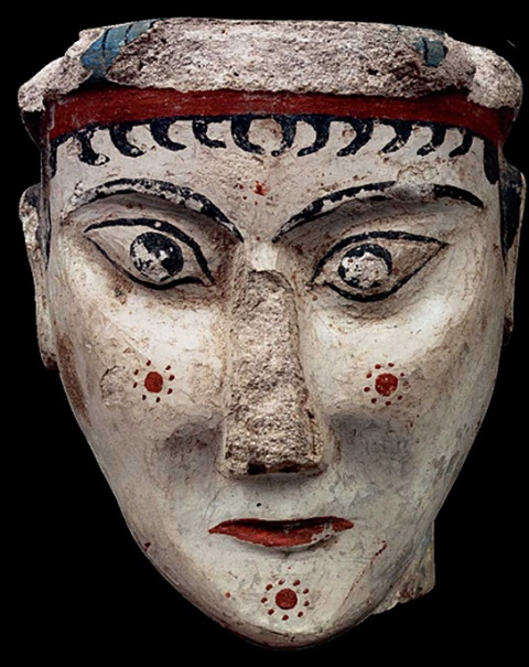 Γυναικεία κεφαλή από ασβεστοκονίαμα. Περιοχή θρησκευτικού κέντρου, 13ος αι. π.Χ.