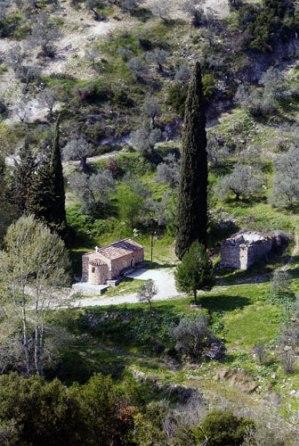 Η Μονή του Αγίου Μερκουρίου. Φωτογραφία: Σαραντάκης Πέτρος. Δημοσιεύεται στο «Αργολίδα – Οι Εκκλησίες και τα Μοναστήρια της», Αθήνα, 2007.