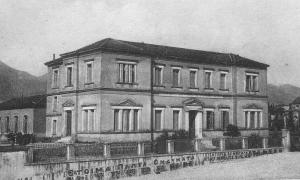 Επαγγελματική Σχολή Σπάρτης. Ανεγέρθηκε το 1911 με δαπάνες του ζεύγους, Ιωάννου και Αικατερίνης Γρηγορίου, στεγάστηκε το Γυμνάσιο Αρρένων μέχρι το 1935.