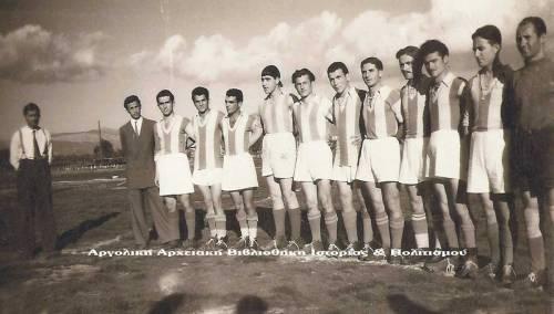 Η Ποδοσφαιρική ομάδα του Πανναυπλιακού. Ο Πανναυπλιακός στις 19 Νοεμβρίου 1949 πριν τον φιλικό αγώνα με την ποδοσφαιρική ομάδα του Κ.Ε.Μ. (1-2). Διακρίνονται από αριστερά προς τα δεξιά, όρθιοι: Γιάννης Ξυνός (διαιτητής), Τάσος Ψωμόπουλος, Σταύρος Μπελέζος, Βαγγέλης Δαλμάτσος, Γιαννής Μελίδης, Ασσώ Ασσαντουριάν, Νίκος Ρέππας, Διαμαντής Ανδρώνης, Νούλης Κεραμιδάς, Βαγγέλης Οικονόμου, Γιώργος Καρμπέρης, Ανδρέας Ανδριανόπουλος, Γιώργος Λεμονίδης (Τ). Αρχείο Γιάννη Μακρή.