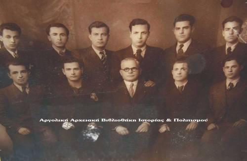 Οι ραφτάδες του Ναυπλίου. Στο κέντρο (με τα γυαλιά) ο Μαρντίκ Μαρντικιάν.