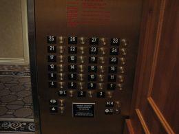 c361f1b7a75f Κουμπιά ανελκυστήρα που δείχνουν τον 13ο όροφο να λείπει.