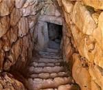 Η είσοδος της υπόγειας δεξαμενήςΜυκηνών
