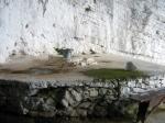 Η στέρνα με το πέτρινο στόμιο στην Αγία Ρουσαλή Βρουστίου.ςΒρουστίου